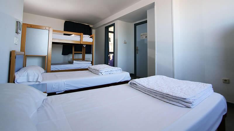 Habitación para 4 baño privado Bilbao Hostel