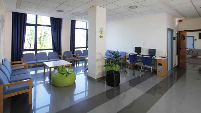 Sala con ordenadores Bilbao Hostel